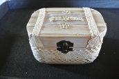 scatolina di legno con pizzi