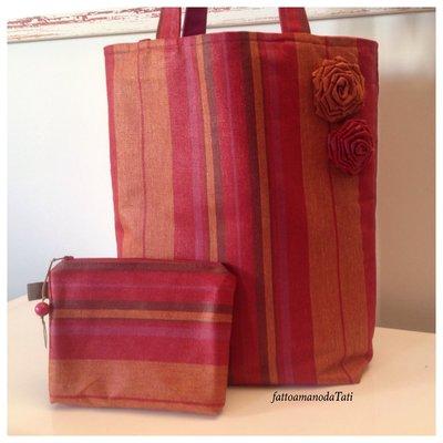 Borsa in cotone a righe fucsia/arancio con rose applicate e bustina coordinata