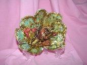 foglia autentica con fiori secchi e  stoffa