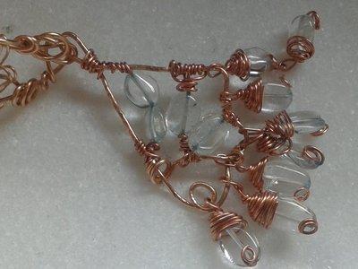 ciondolo wire e collana filo di metallo all'uncinetto