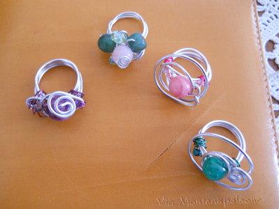 anelli  in filo metallico e swarovski creati a mano
