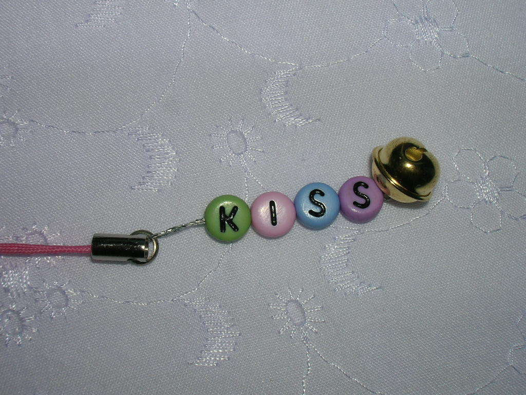 phone strap lettere colorate - kiss