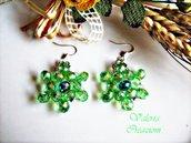 Orecchini con pendenti in cristallo sfaccettato verde