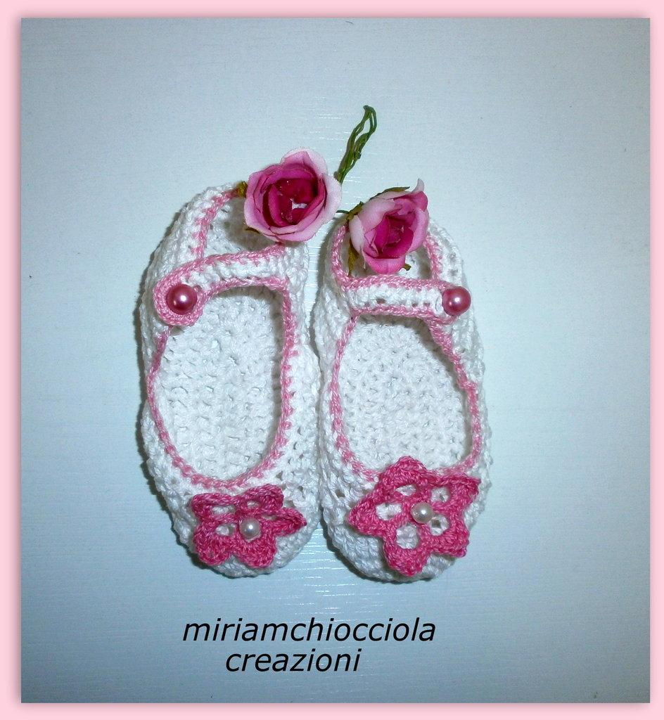 scarpine di cotone da neonato ad uncinetto