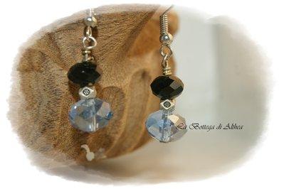 Orecchini con cristalli swarovski neri e azzurro
