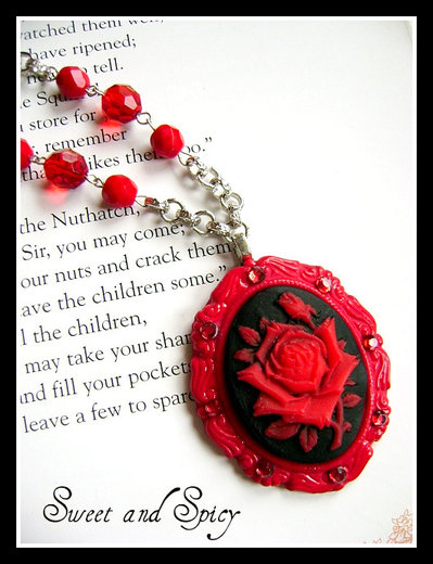 RED ROSE CAMMEO NECKLACE-COLLANA CON CAMMEO ROSA ROSSA E STRASS
