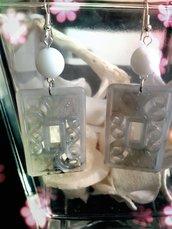 orecchini stile boho chic grigio bianco
