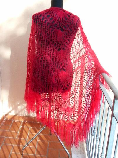 scialle rosso rubino realizzato con forcella