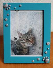 Cornice foto azzurra con zampine grige per i vostri cuccioli