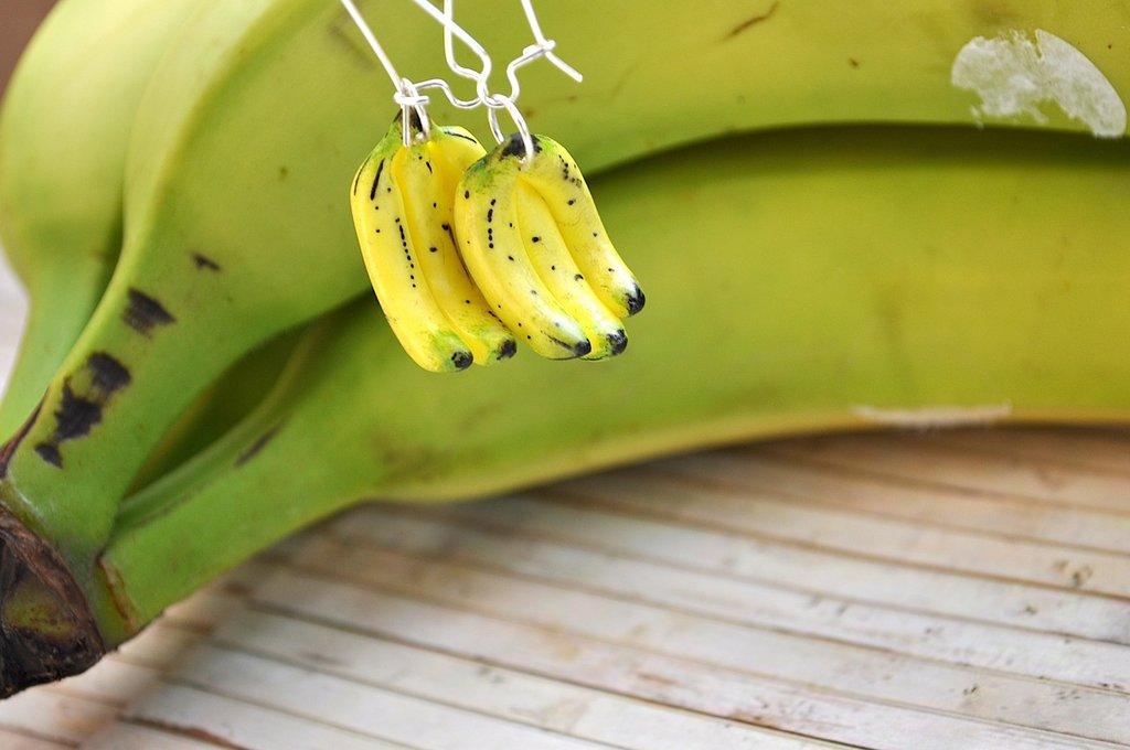 Orecchini in fimo a forma di banana scala 1:2,gruppo banana,monachella in acciaio senza nichel