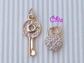1 charm chiave + lucchetto in metallo dorato+strasss vend.