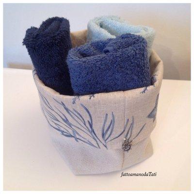 Cestino in cotone fantasia marina con tre  lavette blu/azzurre