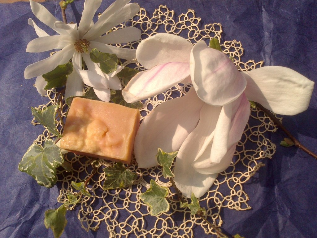 FLOWER BLENDED PURE NATURAL SOAP - con latte di capra e seta