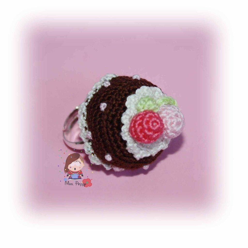 Anello uncinetto amigurumi torta cioccolato