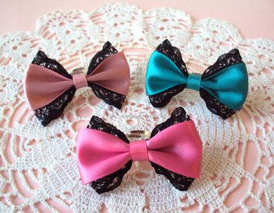 *IN OFFERTA* Anello fiocco grande in tessuto con bordo in pizzo nero - rosa antico, fucsia o verde smeraldo