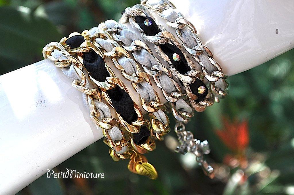 Bracciale in metallo,argento,con raso incastrato nelle catene,applicazione swarovski,colore ab,con charm,foglie stelle corona