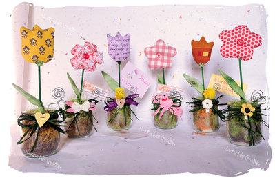 Primavera con fiori di tessuto in vaso
