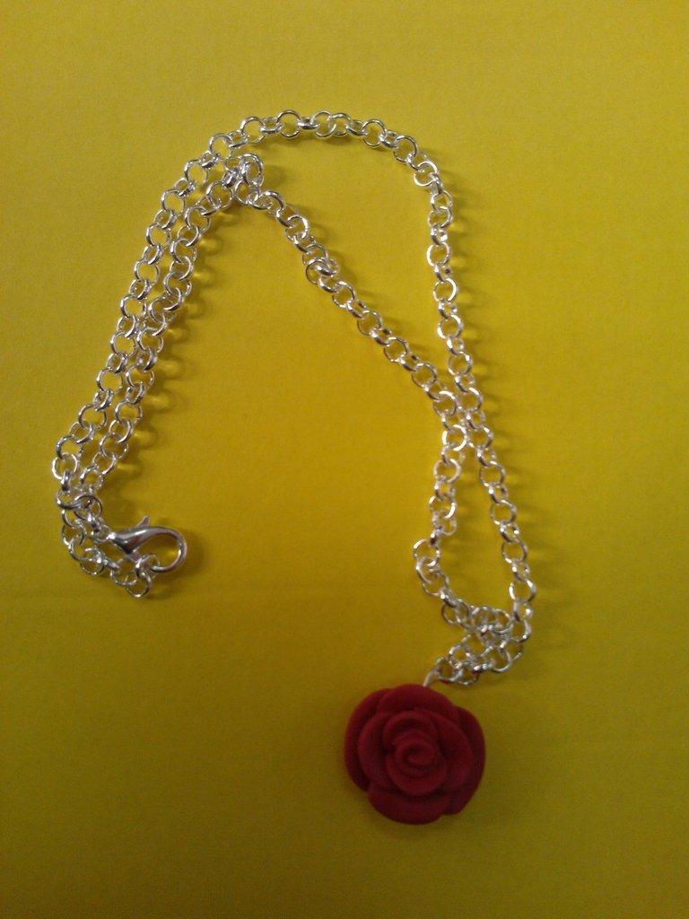 Collana rosa rossa