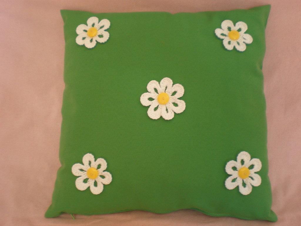 cuscino verde primavera con margherite