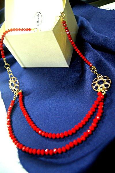 collana lunga catena dorata e perle rosse cristallo Claudia