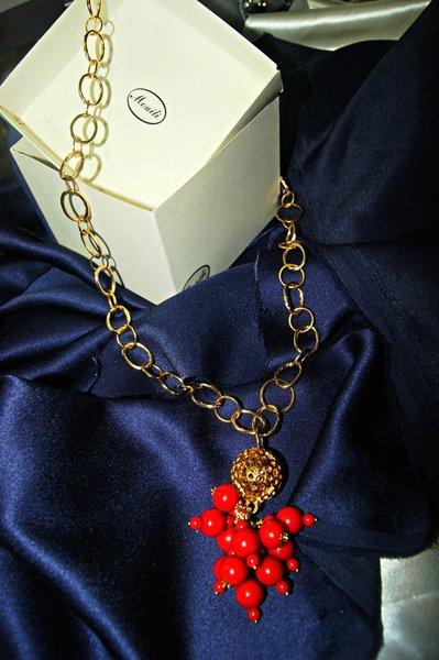 collana lunga catena dorata e ciondolo perle rosse Red Pepper