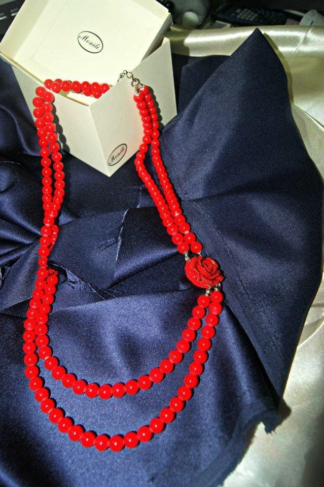 collana lunga perle rosse due fili  con centrale Rosa rossa