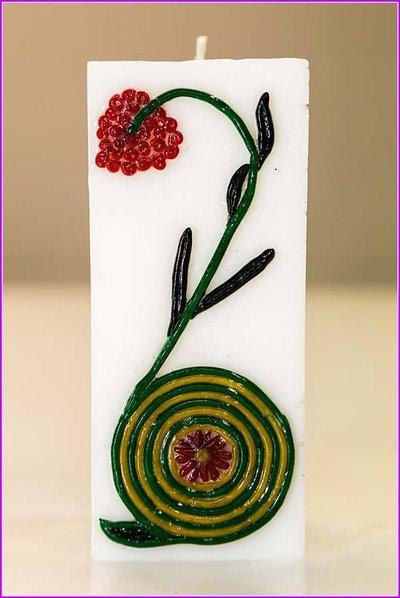 Candela con fiore rosso