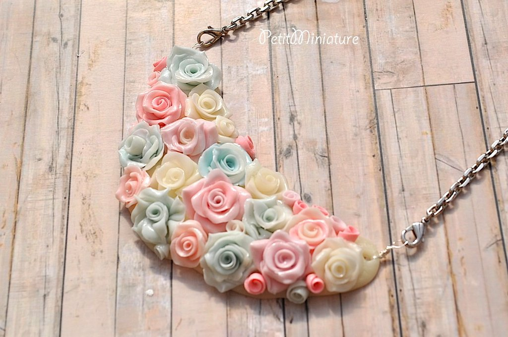 Collana in pasta di mais,rose sfumate ,rosa bianche e azzurre,fatte a mano-collana in acciaio senza nichel,collana romantica