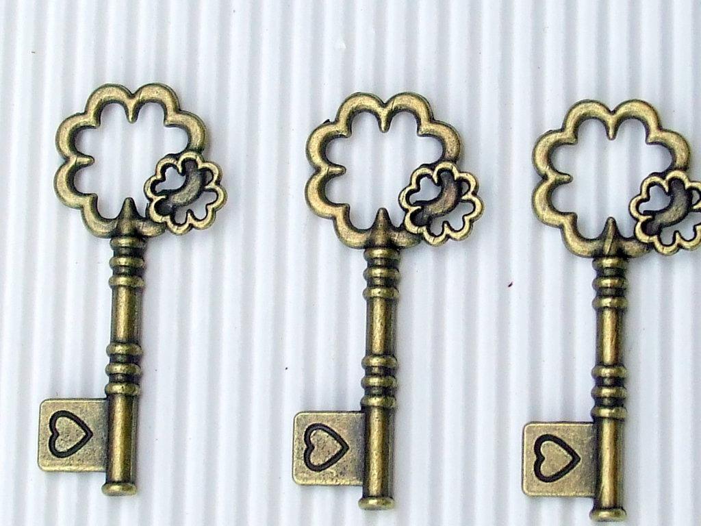 1 charm chiave chiavi bronzo fiorellino