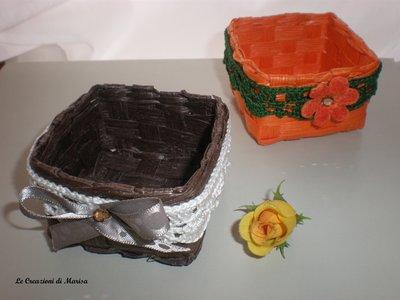cestino con applicazioni uncinetto