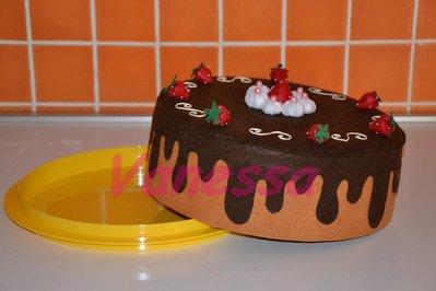 Copri torta rivestito e decorato con pannolenci - Cioccolato e fragole