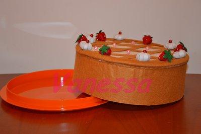 Copri torta rivestito e decorato con pannolenci - Crostata di fragole