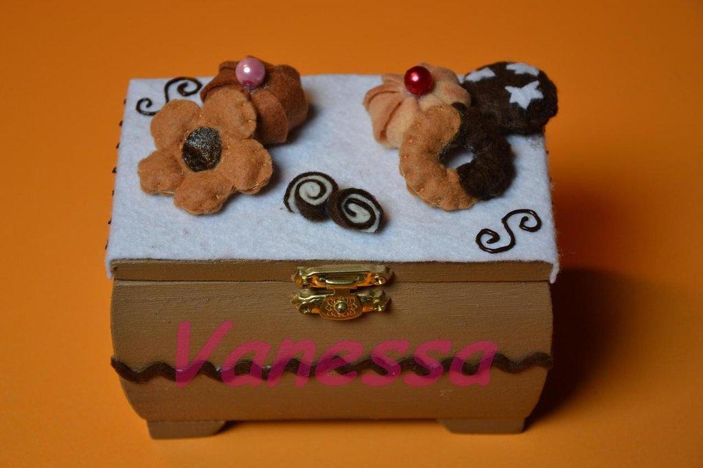 Scatolina Portagioie decorata con dolcetti