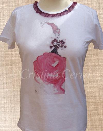 T-shirt con donnina di cuori