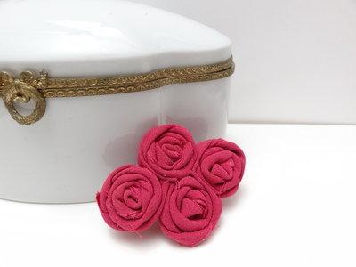 Spilletta per capelli con roselline fucsia // fermaglio per bambina o donna, primavera, cerimonia.