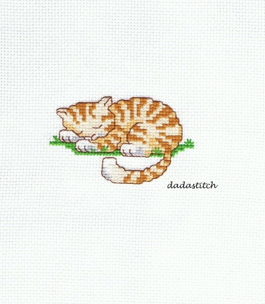 Gatto ricamato a punto croce per applicazione