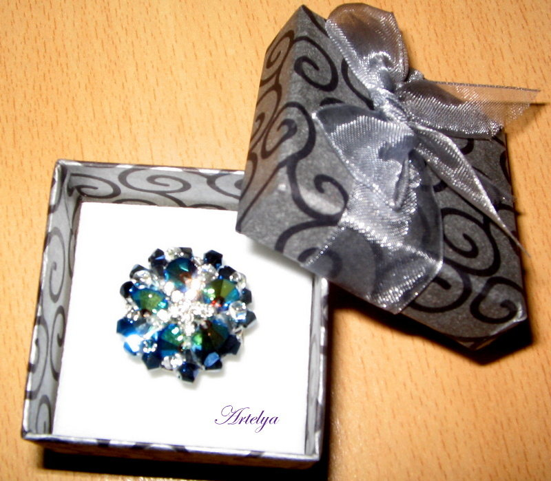 Anello con cristalli swarovsky blu