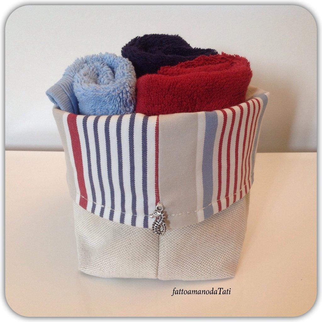 Cestino in cotone a righe con tre lavette