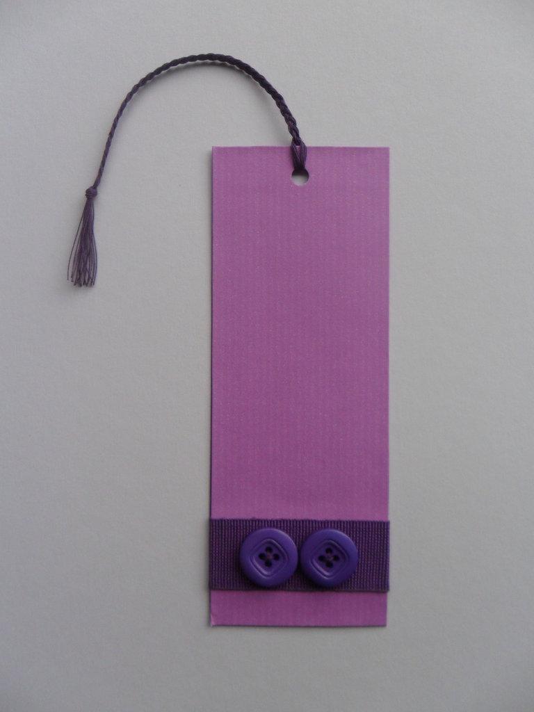Segnalibro di carta viola