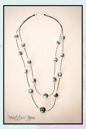 collana con perle in fimo e cordoncino nero