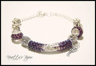 bracciale con catenina argentata e perle con strass viola
