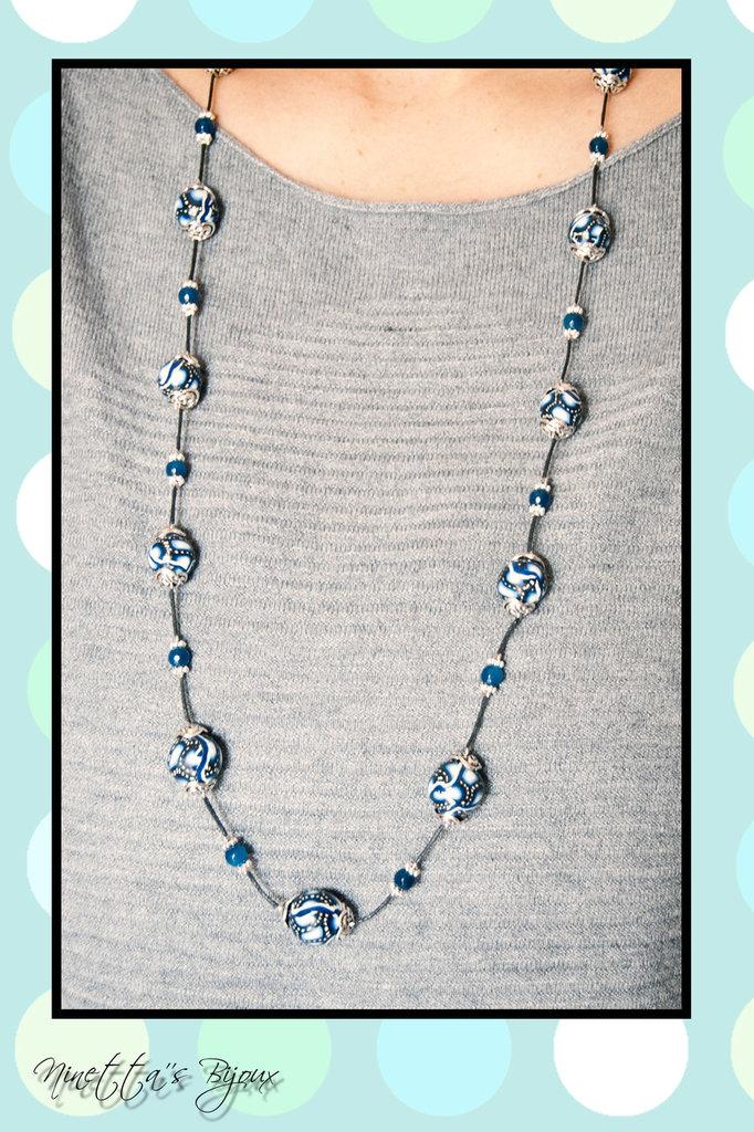Collana con perle in fimo blu e nere