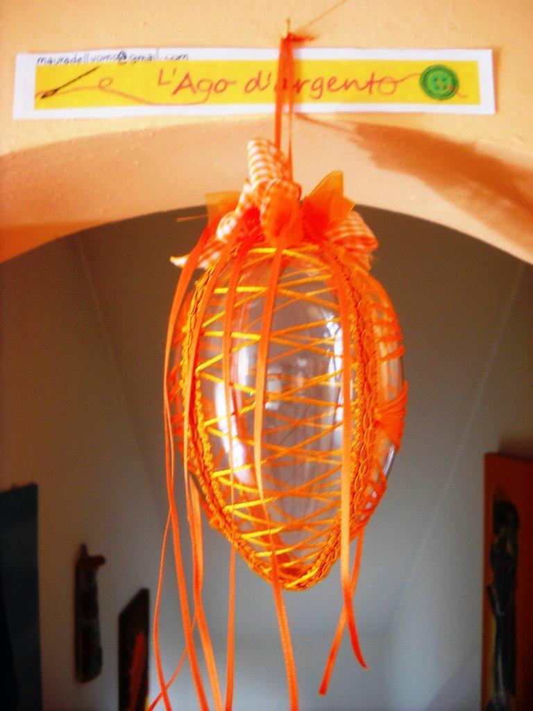 """uovo di Pasqua """"ricamato"""" arancione"""