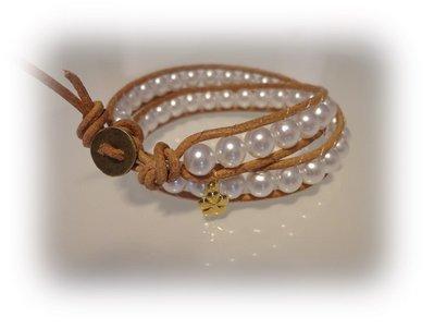 Bracciale moda primavera estate 2014 stile chan luu  doppipo giro cordoncino color cuoio e perle sintetiche bianche