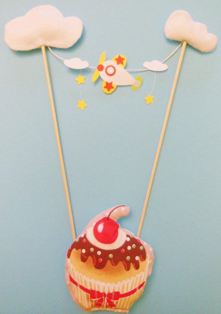 Set compleanno a tema ''aeroplanini tra le nuvole'': cupcake-toppers, cake-topper, banderuole e centrotavola a tema per la festa di compleanno del vostro bambino