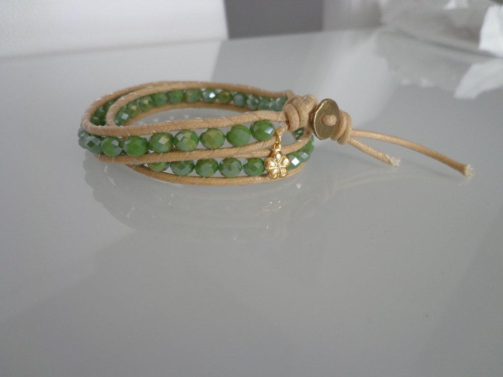 Bracciale moda primavera estate 2014 stile chan luu cordoncino cerato naturale e perle sfaccettate verde pastello