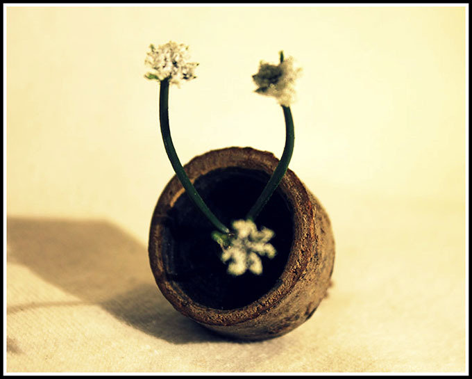 Anello di legno con fiore