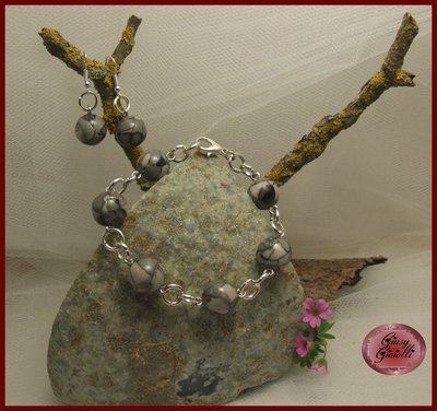 Parure braccialetto e orecchini con perle marmorizzate