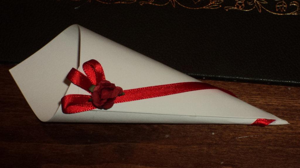 coni riso confettata artigianali rosa rossa in cartoncino panna