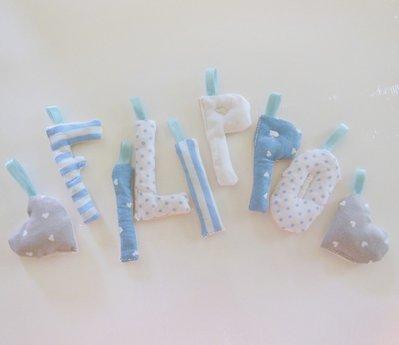 Lettere imbottite di stoffa per decorare la cameretta con fiocchi nascita originali e unici